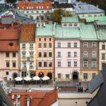 Panoramablick auf historische Gebäude des Hauptmarkts vom Nordturm der Marienkirche aus gesehen