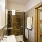 Badezimmer im Doppelzimmer im Hotel Art & Garden Residence in Krakau