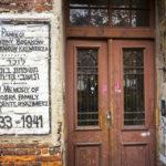 Gedenkaufschrift an einem alten jüdischen Haus im Stadtteil Kazimierz