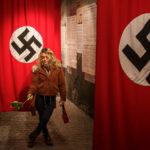 Ein Selfie vor einer Hakenkreuzflagge in der Fabrik von Oskar Schindler – kann man machen, muss man aber nicht