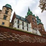 Festungsmauer vor der Wawel-Kathedrale