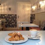 Innenansicht des Café Shabby Chic in Warschau