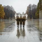 Wachablöse beim Grabmal des unbekannten Soldaten in Warschau