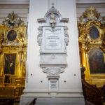 Die Urne mit dem Herz von Frédéric Chopin in einem Pfeiler der Heilig-Kreuz-Kirche in Warschau