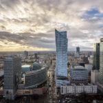 Panoramablick auf Hochhäuser von der Aussichtsplattform des Kultur- und Wissenschaftspalasts in Warschau