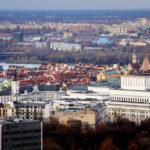 Panoramablick auf die Altstadt von der Aussichtsplattform des Kultur- und Wissenschaftspalasts in Warschau