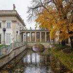Ein Kanal neben dem Łazienki-Palast im Warschauer Łazienki-Park