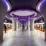Die moderne Metro-Station Nowy Świat-Uniwersytet in Warschau