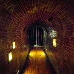 Fluchttunnelnachbildung im Museum des Warschauer Aufstandes