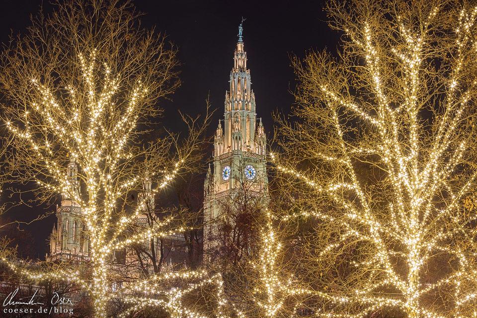 Weihnachtsbeleuchtung vor dem Wiener Rathaus
