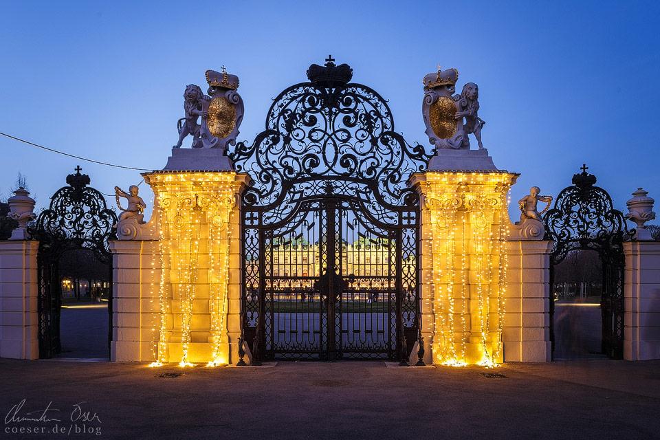 Weihnachtsbeleuchtung vor dem Wiener Belvedere