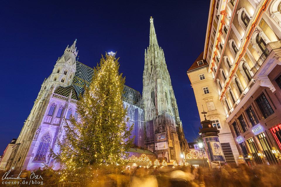 Weihnachtsmarkt vor dem Wiener Stephansdom