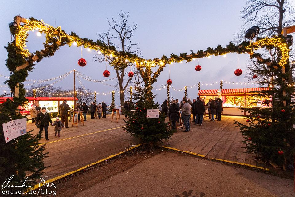 Der Zugang zum Adventmarkt Schloss Wilhelminenberg