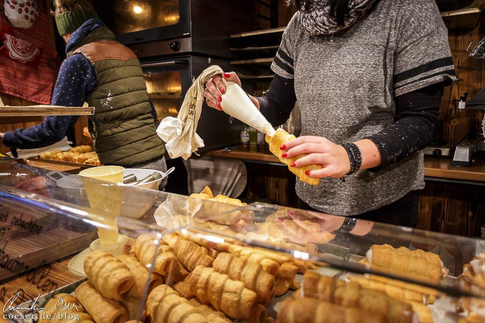Frisch gebackene und gefüllte Schaumrollen, mein Highlight am Adventmarkt St. Wolfgang