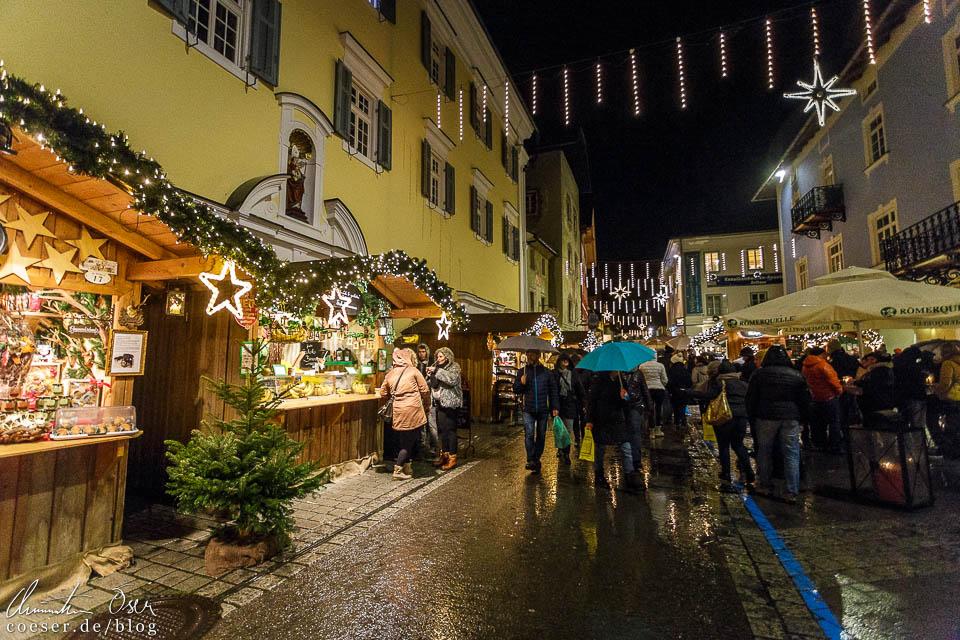 In der Dämmerung ist der Adventmarkt St. Wolfgang besonders schön