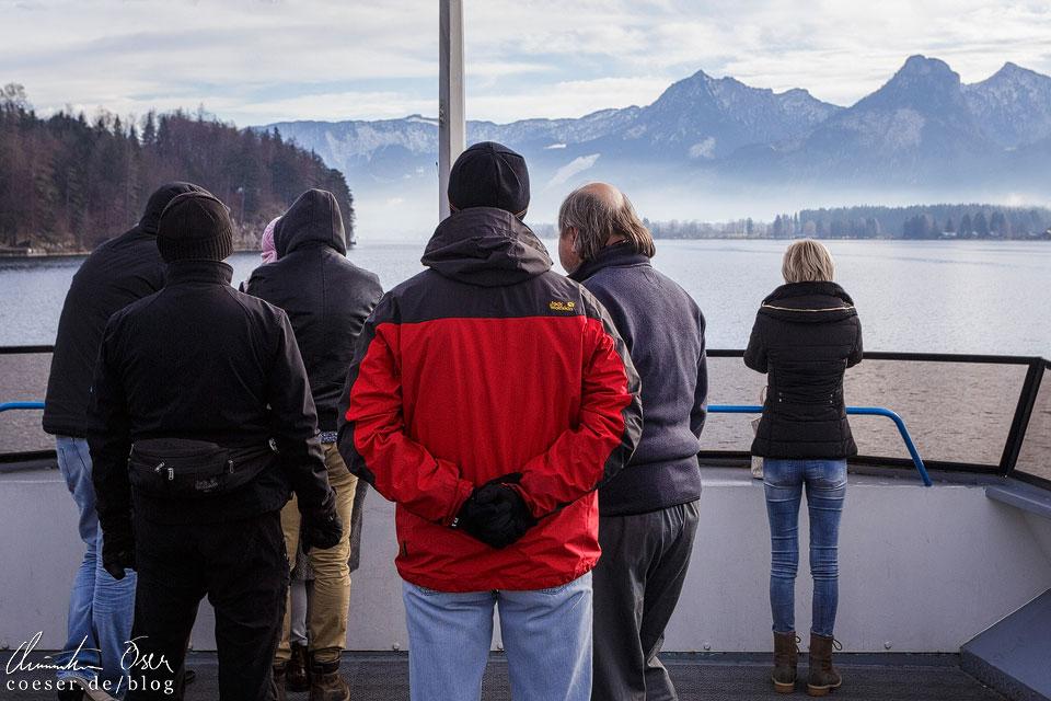Per Schiff von St. Gilgen Richtung Strobl mit herrlicher Bergkulisse