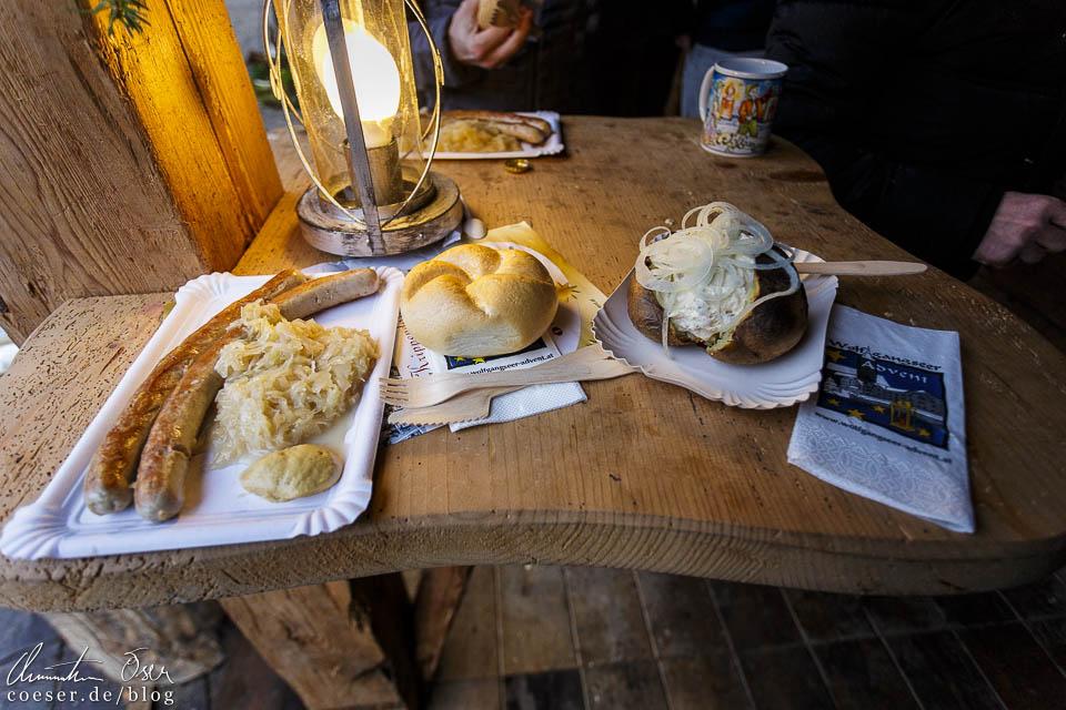 Unter anderem gibt es Bratwurst mit Sauerkraut sowie Ofenkartoffeln mit diversen Saucen zu probieren