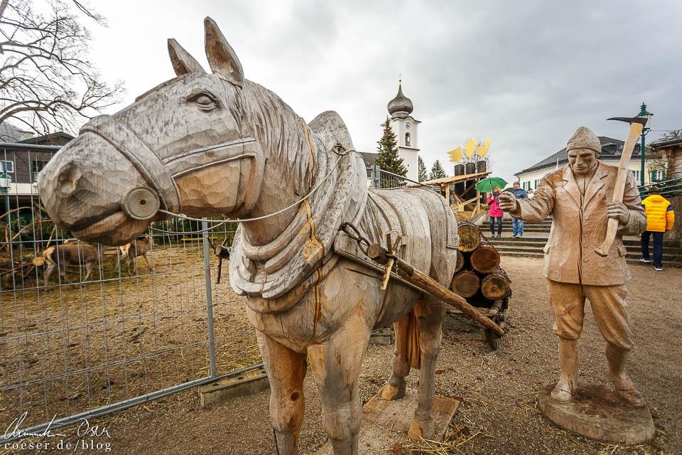 Faszinierende Figuren aus Holz am Adventmarkt Strobl
