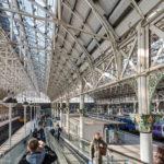 Innenansicht des Bahnhofs Manchester Piccadilly