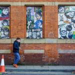 Kunstwerke aus Mosaik an der Fassade von Affleck's Vintage Store