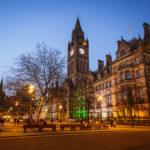 Das beleuchtete Manchester City Council (Rathaus)