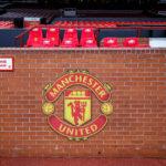 Die Spieler- und Betreuerbank von Manchester United im Stadion Old Trafford