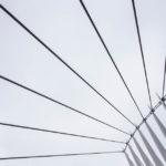 Detailaufnahme der Brücke Media City Footbridge im Viertel Salford Quays
