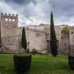 Stadtmauer neben dem landseitigen Tor Puerta Nueva de Bisagra