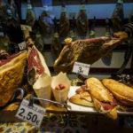 Jamón Ibérico (Ibérico-Schinken) in einem Geschäft in Toledo