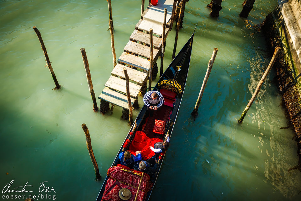 Eine Gondelfahrt gehört für viele Besucher zum Pflichtprogramm, mich persönlich interessiert es gar nicht. Die Preise für eine Fahrt schwanken je nach Anzahl der Bootsinsassen, Tageszeit und Jahreszeit.