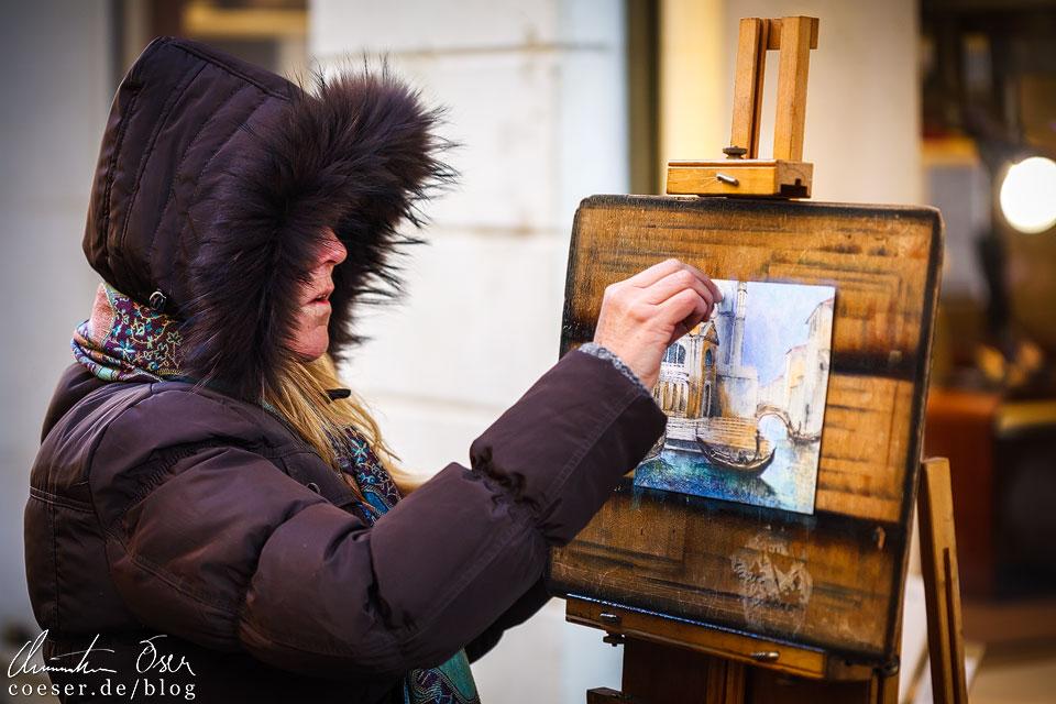 Straßenkünstlerin während des Karneval von Venedig