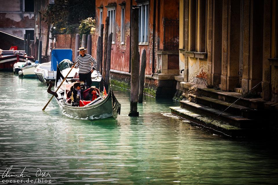 Gondelfahrt während des Karneval von Venedig