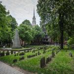 Der Friedhof Granary Burying Ground und im Hintergrund die Park Street Church