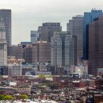 Ausblick vom Bunker Hill Monument auf die Skyline von Boston