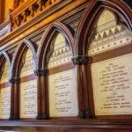 Gedenktafeln in der Memorial Transept in der Memorial Hall auf dem Campus der Harvard University