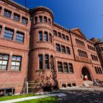 Die Grossman Library auf dem Campus der Harvard University