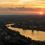 Blick vom Prudential Tower auf den Charles River während des Sonnenuntergangs