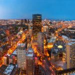 Panoramablick vom Prudential Tower auf die Skyline von Boston nach Sonnenuntergang