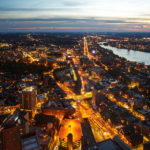 Blick vom Prudential Tower Richtung Westen nach Sonnenuntergang in Boston