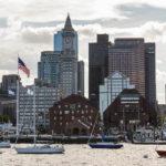 Die Skyline Bostons und die Waterfront von der Fähre aus gesehen