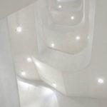 Treppenhaus innerhalb des Madrider Museums CaixaForum der Architekten Herzog & de Meuron