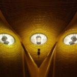 Moderne Architektur im Terminal 4 des Flughafens Aeropuerto Madrid-Barajas