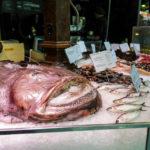 Ein Fischstand in der Markthalle San Miguel (Mercado San Miguel) in Madrid