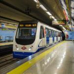Die Madrider Metro in Fahrt