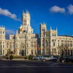Der Palacio de Cibeles in Madrid in der Nachmittagssonne