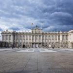 Blick auf die Südseite des Königlichen Palastes (Palacio Real) in Madrid