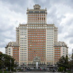Das Hochhaus Edificio España auf dem Plaza de España in Madrid