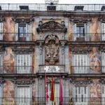 """Detailaufnahme der Fassade des Gebäudes Casa de la Panadería (""""Haus der Bäckerei"""") auf dem Hauptplatz (Plaza Mayor) von Madrid"""