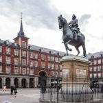 Das Reiterstandbild Philipps III. auf dem Hauptplatz (Plaza Mayor) von Madrid