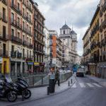 Die Straße Calle de Toledo und die Stiftskirche San Isidro (Iglesia de San Isidro)